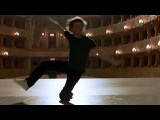 сцена из фильма Белые ночи, 1985. Михаил Барышников танцует под песню Высоцкого